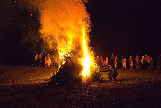 Kolmekuningapäeva kuuskede põletamine Kostiveres