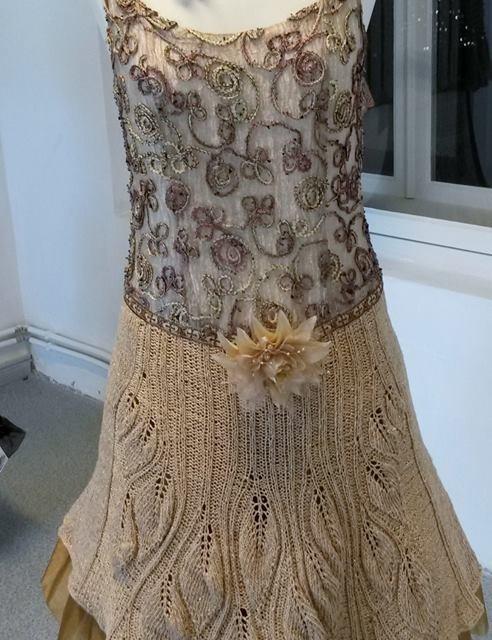 Kultuurimõisas kootud kleitide näitus-müük